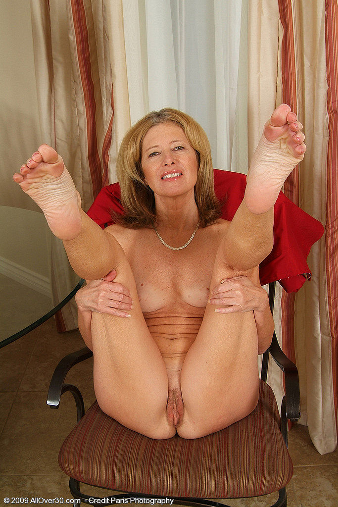 Uk milf janey is up to no good in fishnet stockings 1