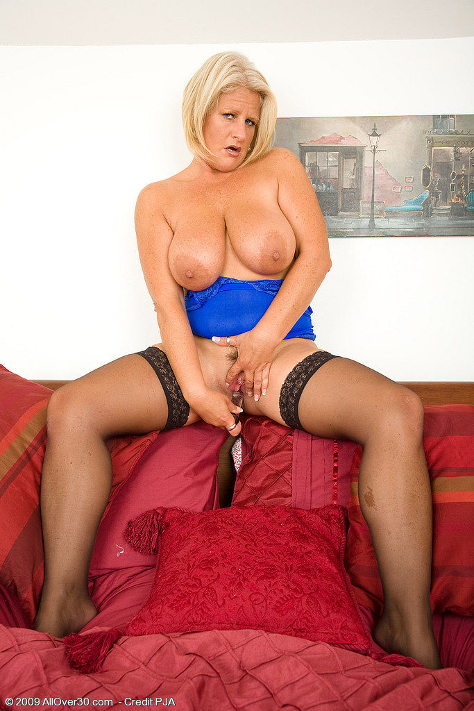 allover30   free gallery featuring robyn ryder
