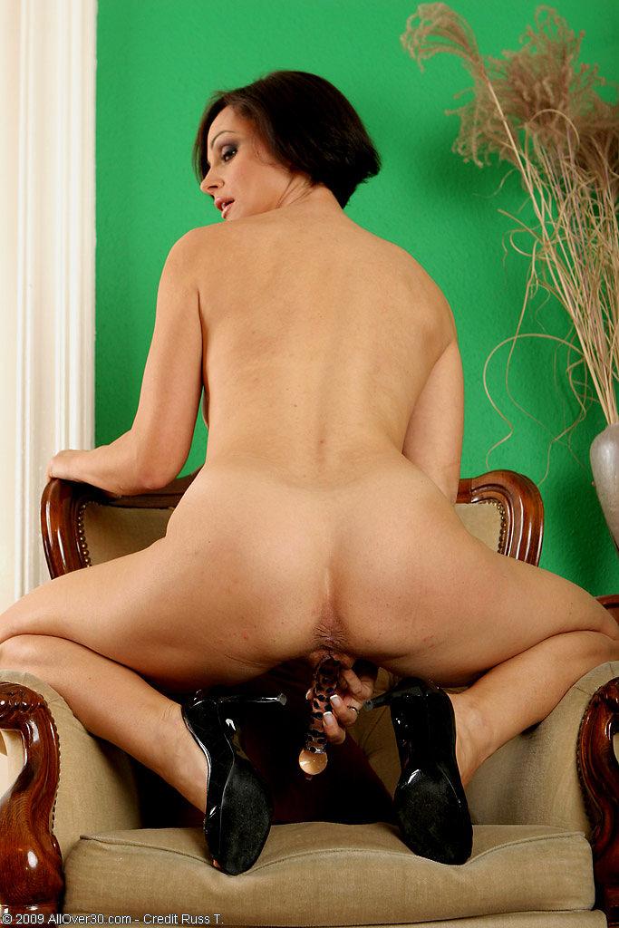 A beautiful lady is seduced by a sweet kitten r amp j - 1 8