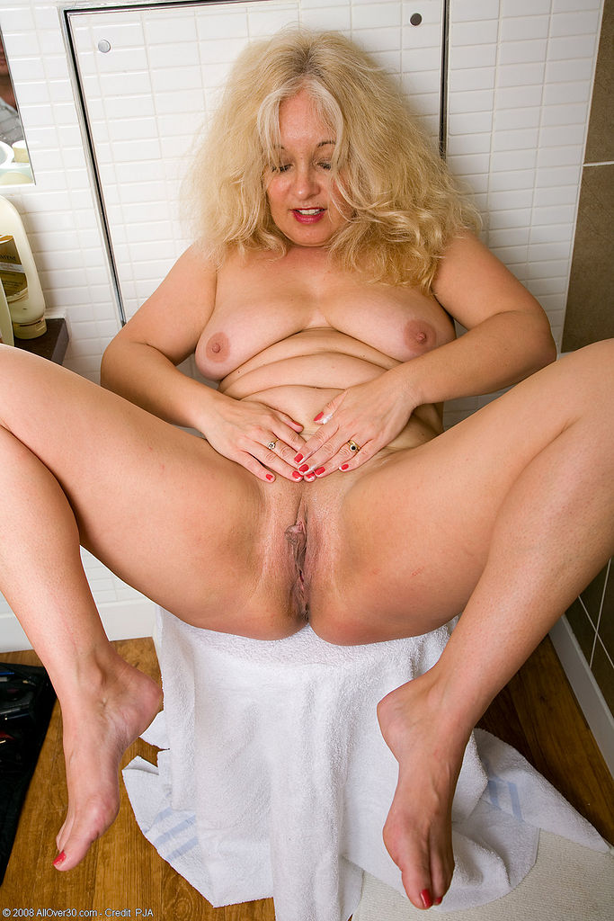 Gorgeous mature amateur