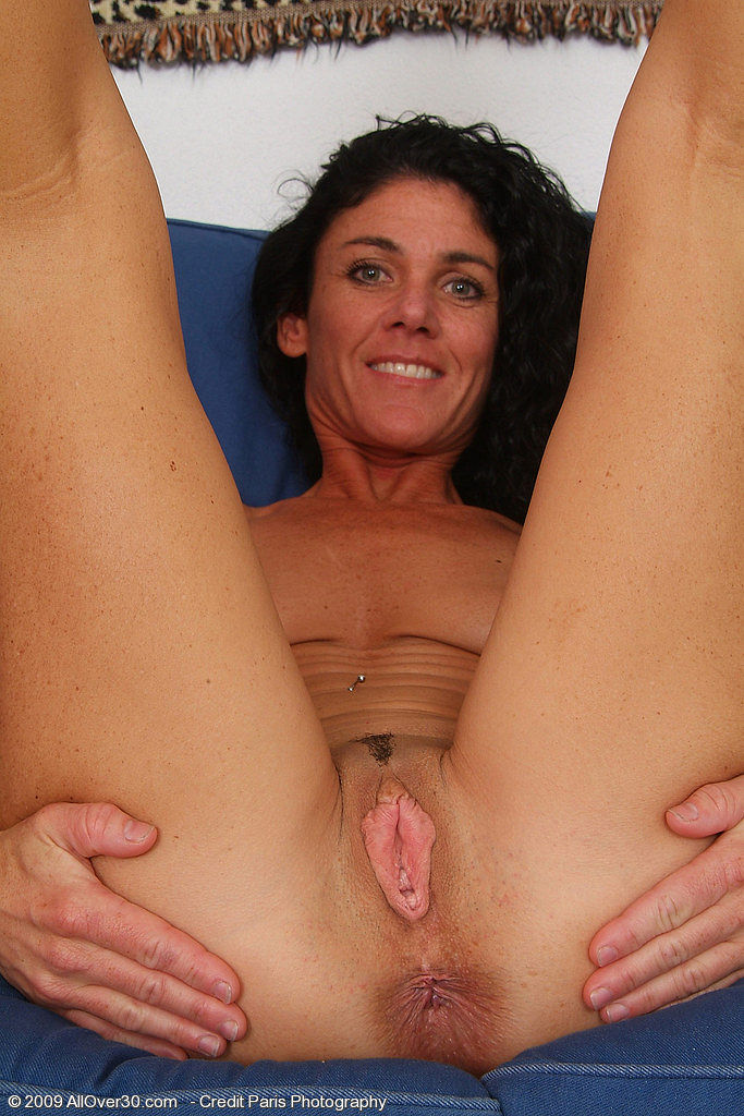 39 year old amateur milf ava does her first blowbang 8