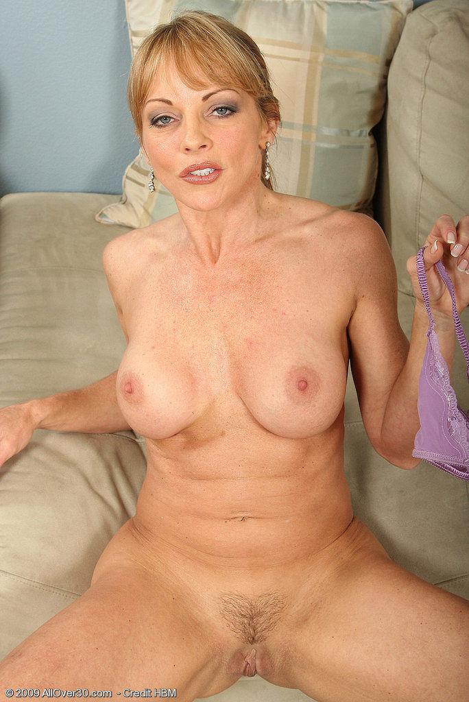 naked gushing coed pussy
