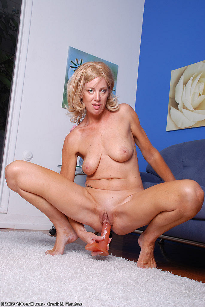 Amateur mature milf in lingerie craving for some cock 6