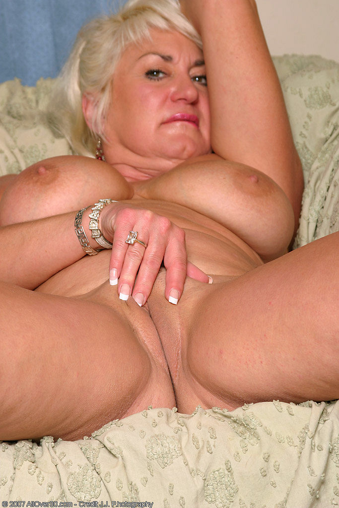 Hot mommy loves to ride daddys big hard cock 3