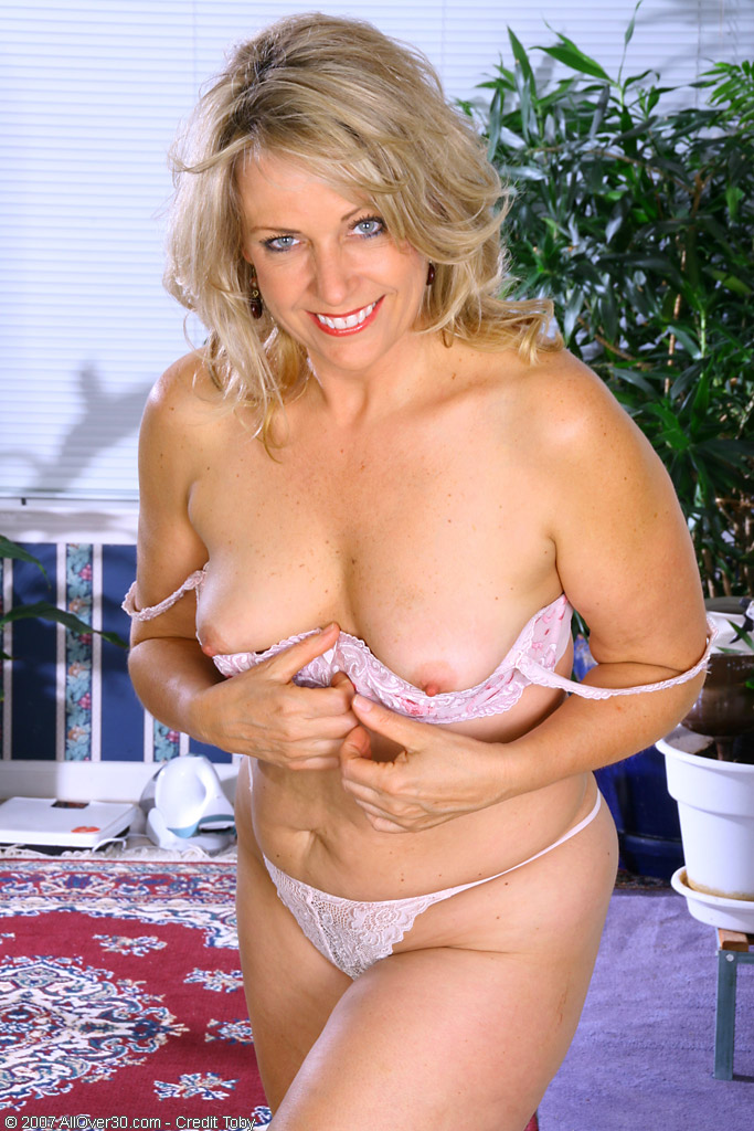 naked sexy women shagging men