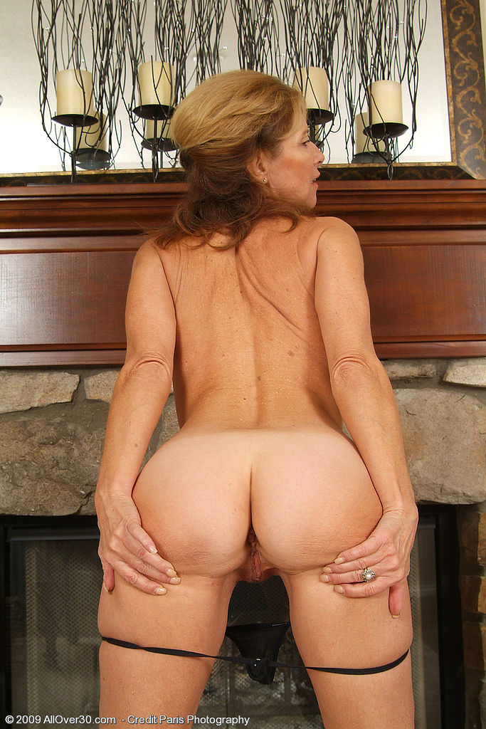 Mature janet taking it up the arse