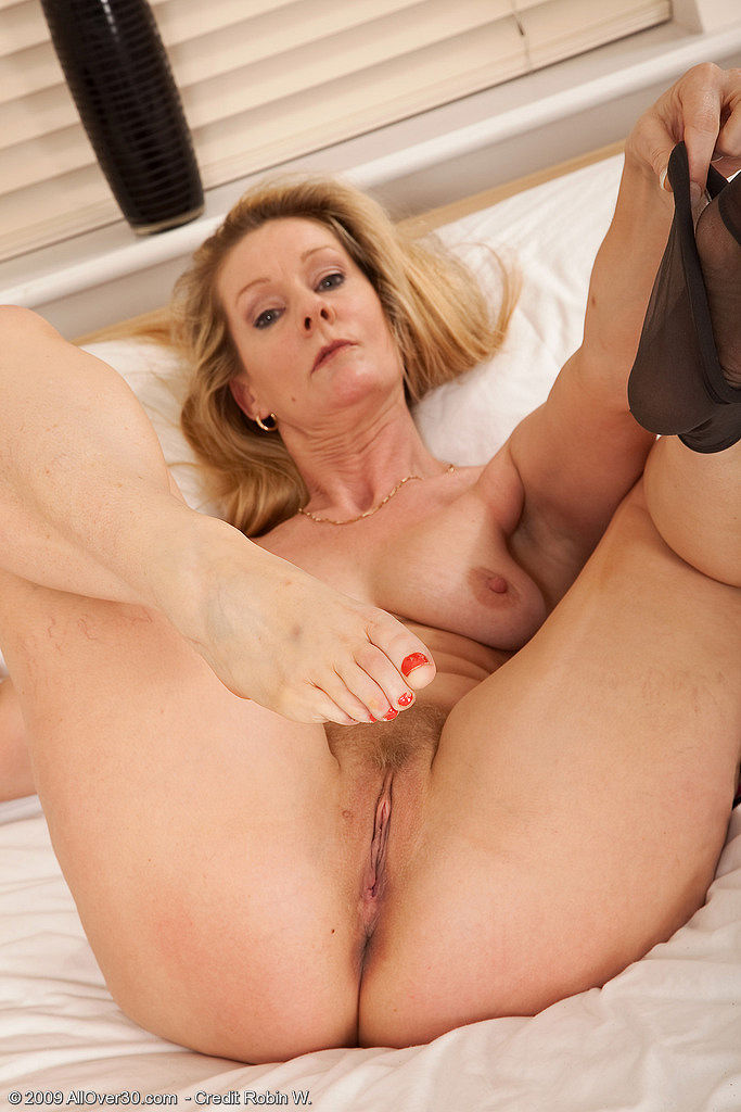 Uk milf and her rabbit 7