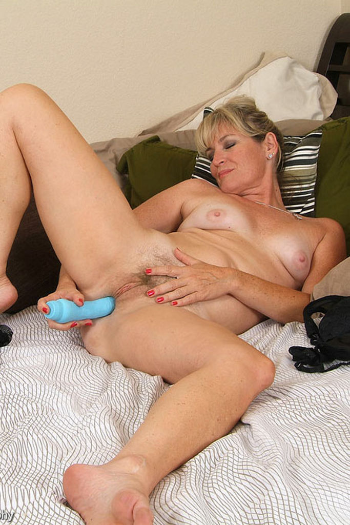image Milf playing with her wand vibrator having amazing orgasms