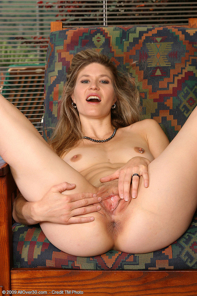 Milf lady like to mastubate alone